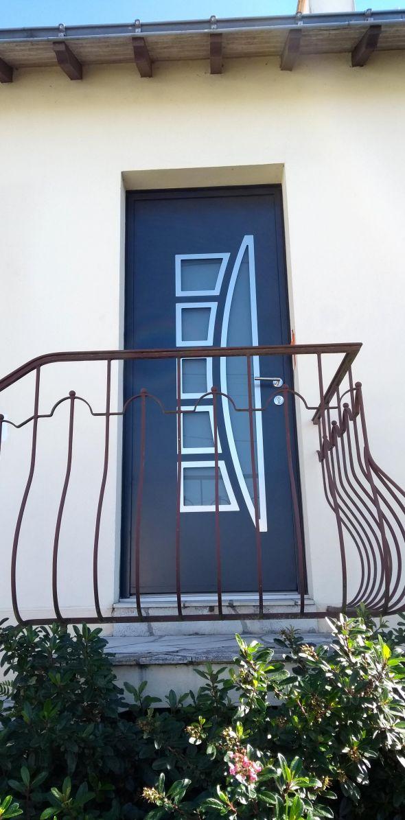 installation-pose-portes-d-entree-menuiserie-marionneau-vallet-44-15F803E185-99FC-2D95-1892-CECE6E1BAA7E.jpg