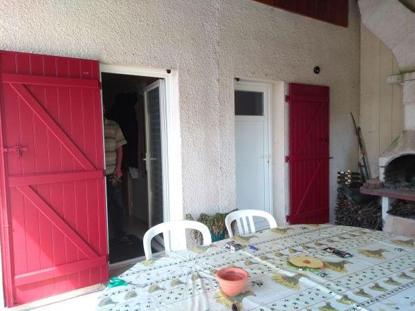 installation-pose-renovation-volet-battant-rouge-3004-menuiserie-marionneau-vallet-44-207DE36E0-71E3-D255-B221-EC18EF67C1DA.jpg