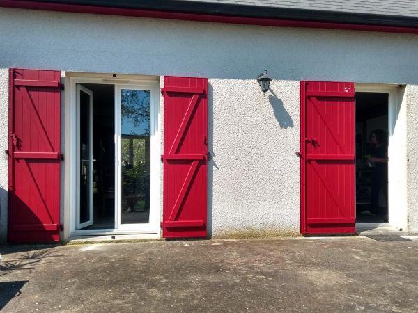installation-pose-renovation-volet-battant-rouge-3004-menuiserie-marionneau-vallet-44-3C54115A2-5559-96E3-99A4-49DCAEA0FBA1.jpg
