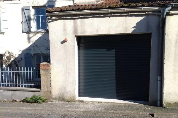 installation-pose-portes-garage-menuiserie-marionneau-vallet-44-11F37C13D9-90DF-716C-2BE4-799B21D26A67.jpg
