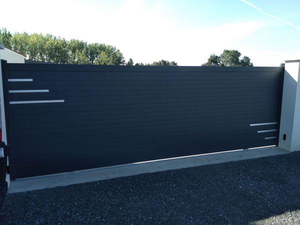 installation-pose-portail-coulissant-motorise-cloture-menuiserie-marionneau-vallet-44-103307522A-A059-8F81-E03A-043393F08028.jpg